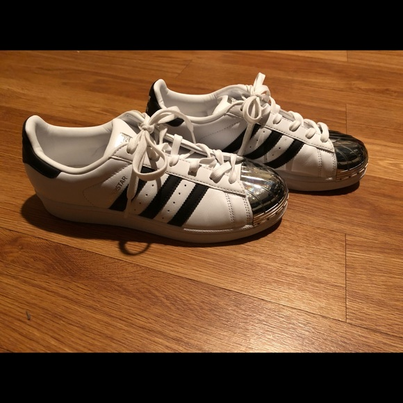 adidas Shoes - 🎉Size 7 Adidas Superstar🎉